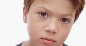 olhos rosas ou vermelhos em crianças