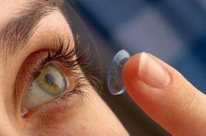 Noiva pediu que madrinhas usassem lentes de contato