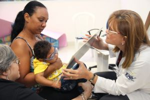 Congresso Norte-Nordeste de Oftalmologia discute tratamento pioneiro que corrige lesão ocular em pacientes com microcefalia em Natal — Foto: Divulgação
