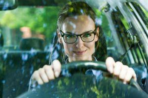 Motorista de oculos