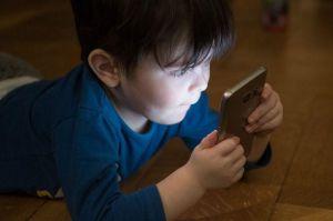 celular crianca