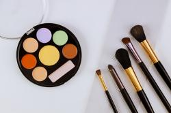 Como aproveitar a maquiagem e os cosméticos para os olhos?