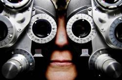 Coçar os olhos em excesso pode causar danos à visão
